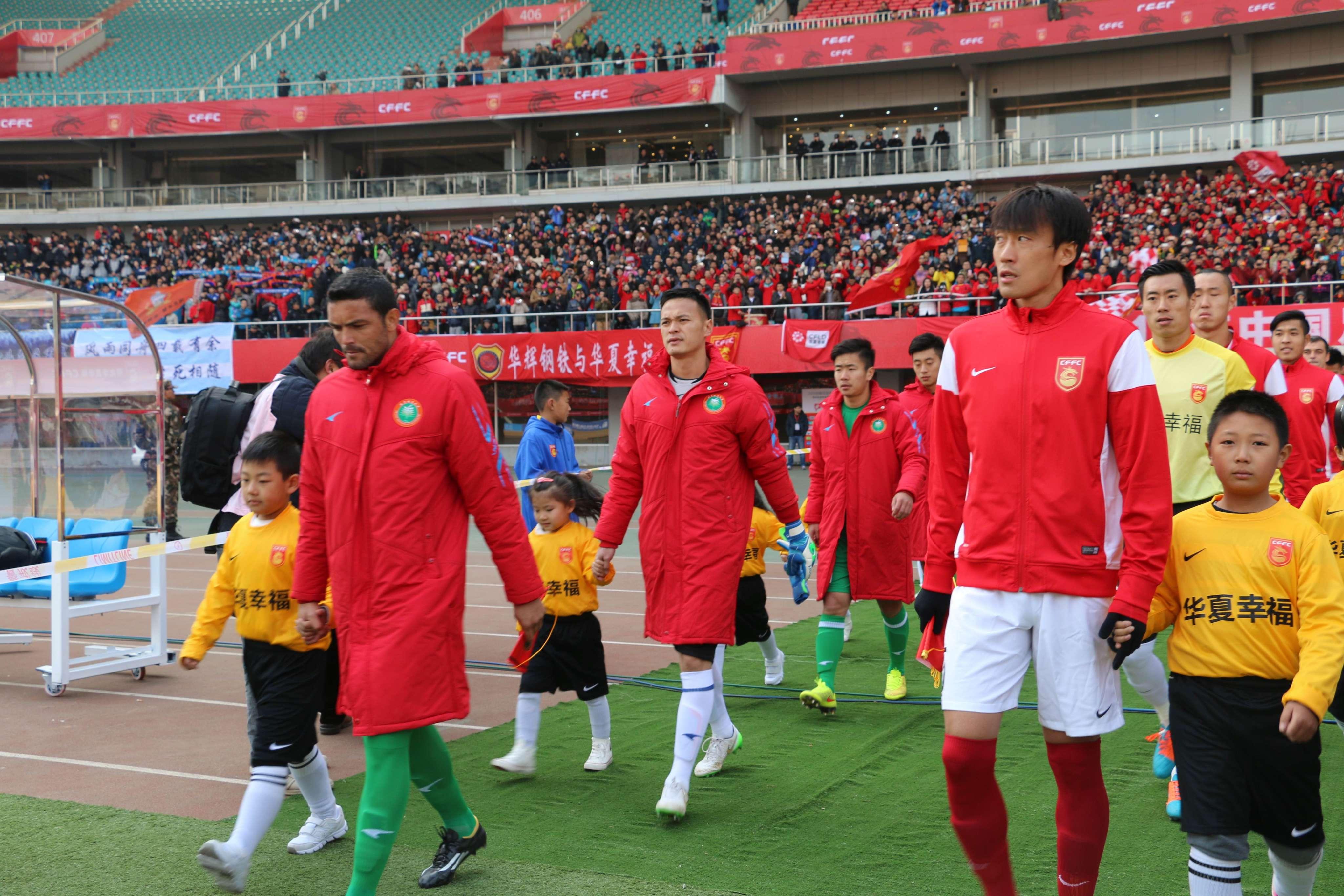 秦皇岛奥体中心的主场氛围,让北京理工足球队主教练袁微十分