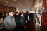 党员参观港务局博物馆